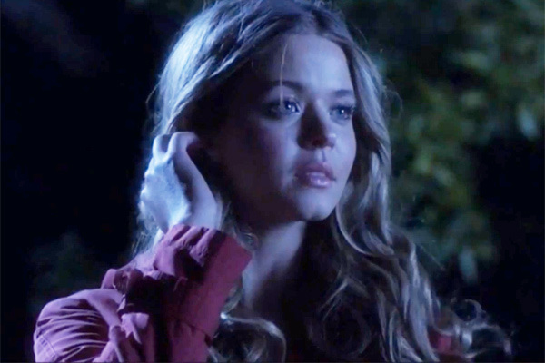 Image - Ali Red Coat.jpg | Pretty Little Liars Wiki | FANDOM ...