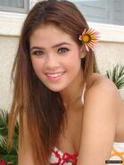 Nicole-Anderson-flower-in-hair