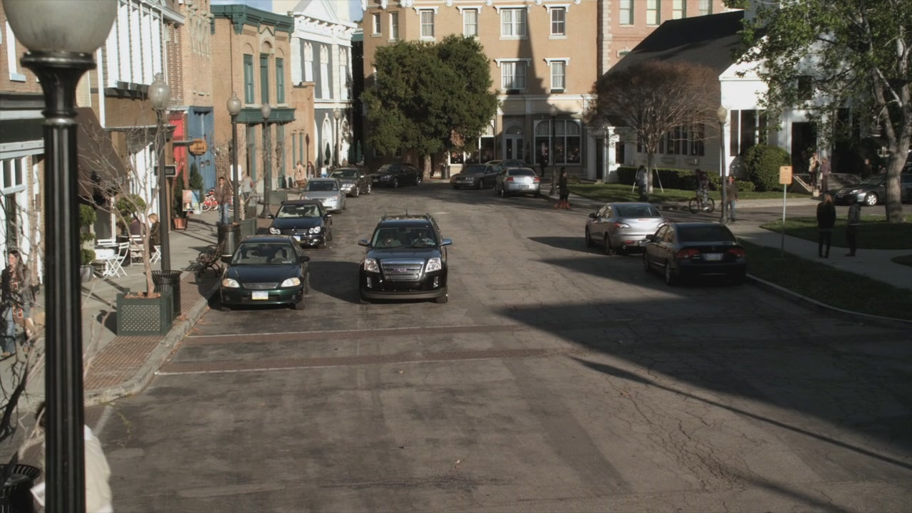 Pretty Little Liars Hanna Season 2 Main Street | Pretty L...