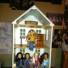 better look at the dollhouse