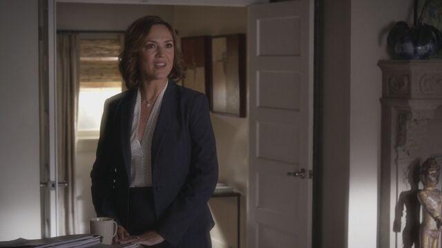 File:Pretty Little Liars S05E21 Veronica.jpg