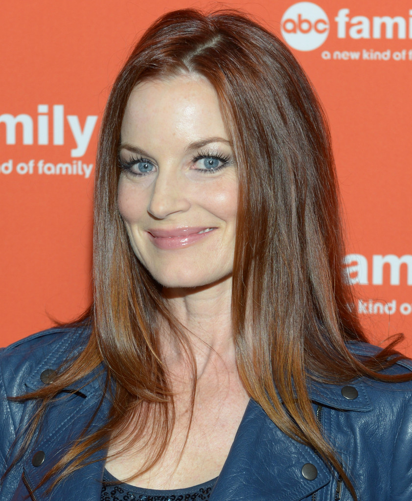 Watch Laura Leighton video