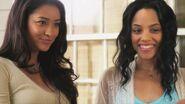 Emily und Maya in Staffel 1