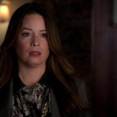 Who is ella dating on pretty little liars