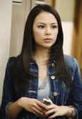 Mona-Pretty-Little-Liars-1x02
