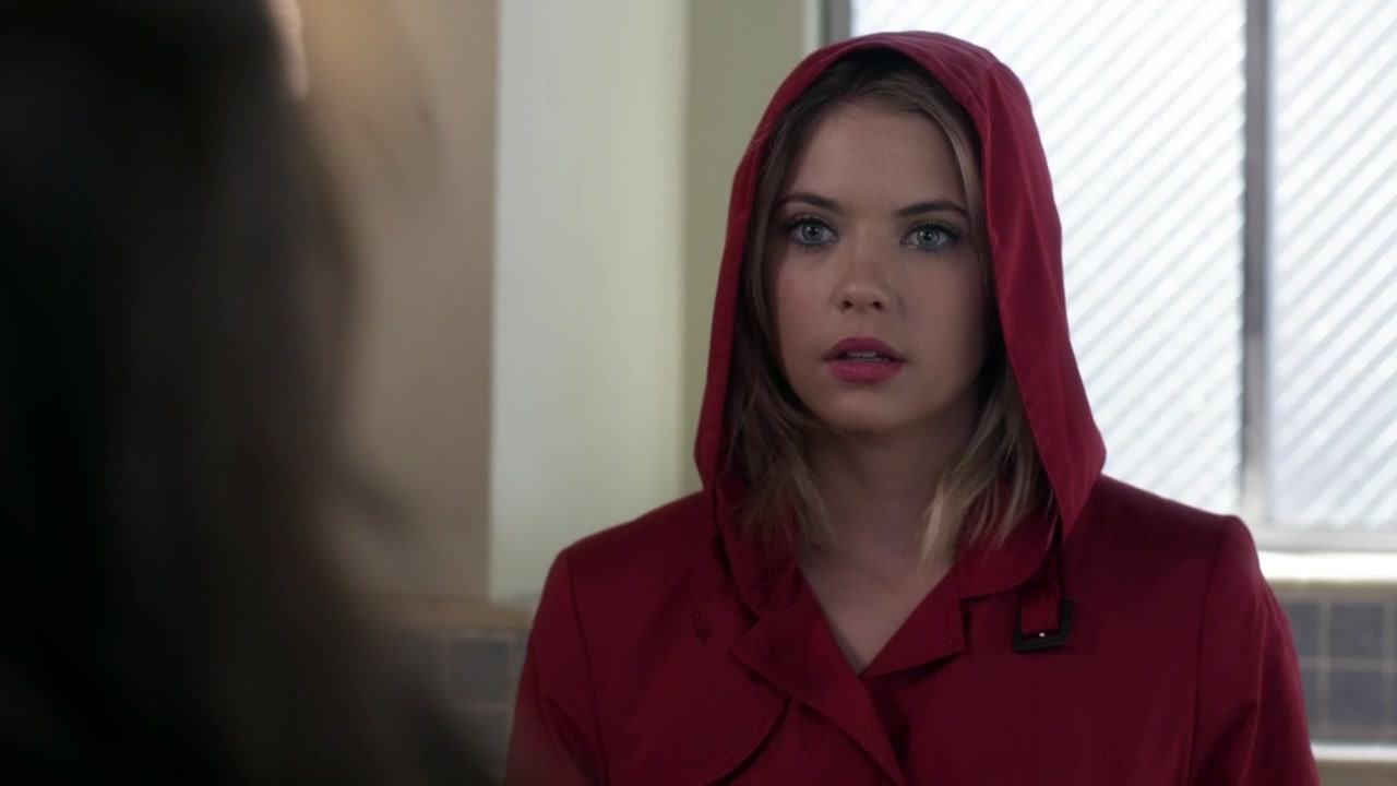 red coat hanna marin pretty little liars wikia