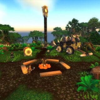Centrum tábora s ohněm, bubny, vozem a jeho tahounem, Goliášem.