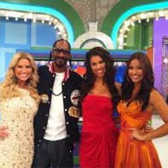 Snoop Dogg couldn't pass up on an opportunity to pose in a photo with Gwendolyn, Manuela, and a pregnant Rachel