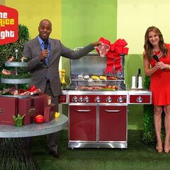 <i>Insider</i> co-anchors Kevin Frazier & Thea Andrews have gift wrapped the perfect Christmas Holiday feast just for you.