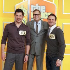Drew gets buddy-buddy in a group photo with singing brothers Drew & Nick Lachey during their appearance on