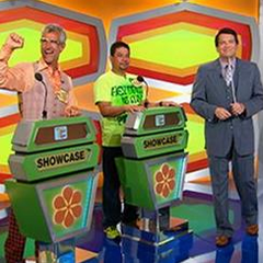 The 70s-themed podiums from the Season 44 premiere on September 21, 2015 (#7211K)