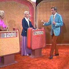 The Showcase podiums from a 1972 episode: 1,420 Dollar 220 Dollar 1,840 Dollar. That's memorable contestant Boo Boo Cooper on the left.