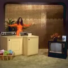The very first Bonus Game prize: A washer & dryer combo, <i>and</i> a color TV! A bonus prize package worth $1,100!