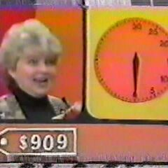 This contestant guessed the actual retail price of a prize that was $909 at the last second from January 27, 1995 (#9435D).