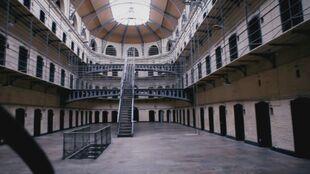 Prison-4.7-interior
