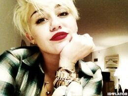 Miley-cyrus-short-hair-10-580x435