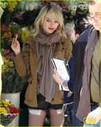 Emma-stone-birdman-set-in-the-big-apple-05