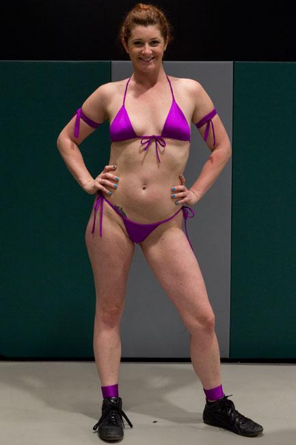 Bella Rossi ist eine verspielte Lesbe, die es liebt, zu tragen strapon