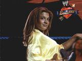 2004 WWE Divas 2005 (Fleer) Nidia (No.5)