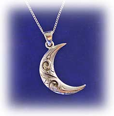 Moon-pendant.t