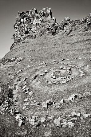 Crumbling-stone