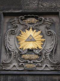 Allsehendes Auge am Tor des Aachener Dom