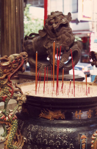 File:Incense taiwan temple fu dog.jpg