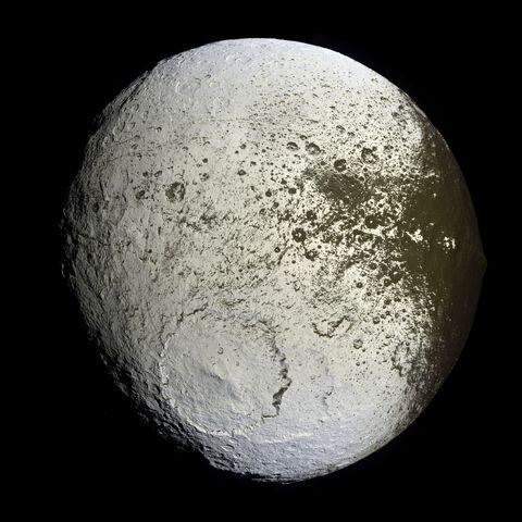 File:Iapetus.jpg