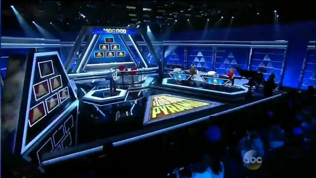 File:New $100,000 Pyramid Set.jpg