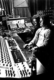 John Deacon i Mike Stone