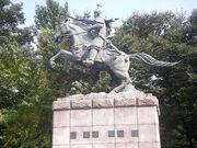 800px-Statue of Kim Yushin