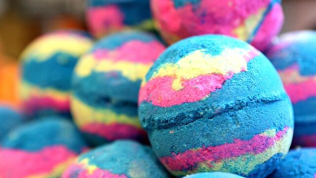 File:Style-follow-lush-intergalactic-bath-bomb-today-170210.jpg