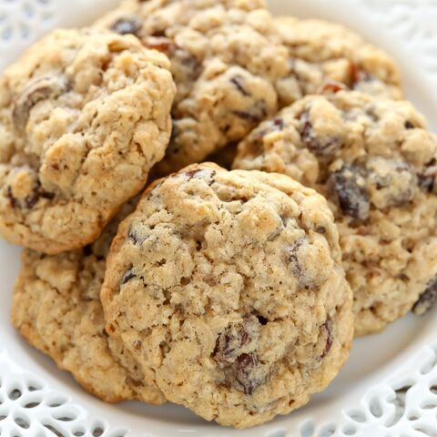 File:Soft-and-Chewy-Oatmeal-Raisin-Cookies-4.jpg