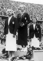Dorothy Poynton-Hill, Marjorie Gestring, Katherine Rawls 1936