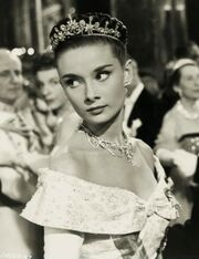 Audrey Hepburn-Harcourt Williams in Roman Holiday (cropped)