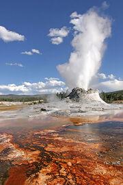 Yellowstone Castle Geysir Edit
