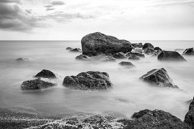 Santorin (GR), Exomytis, Vlychada Beach -- 2017 -- 2999 (bw)