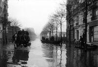 La rue de la Convention lors des inondations de 1910