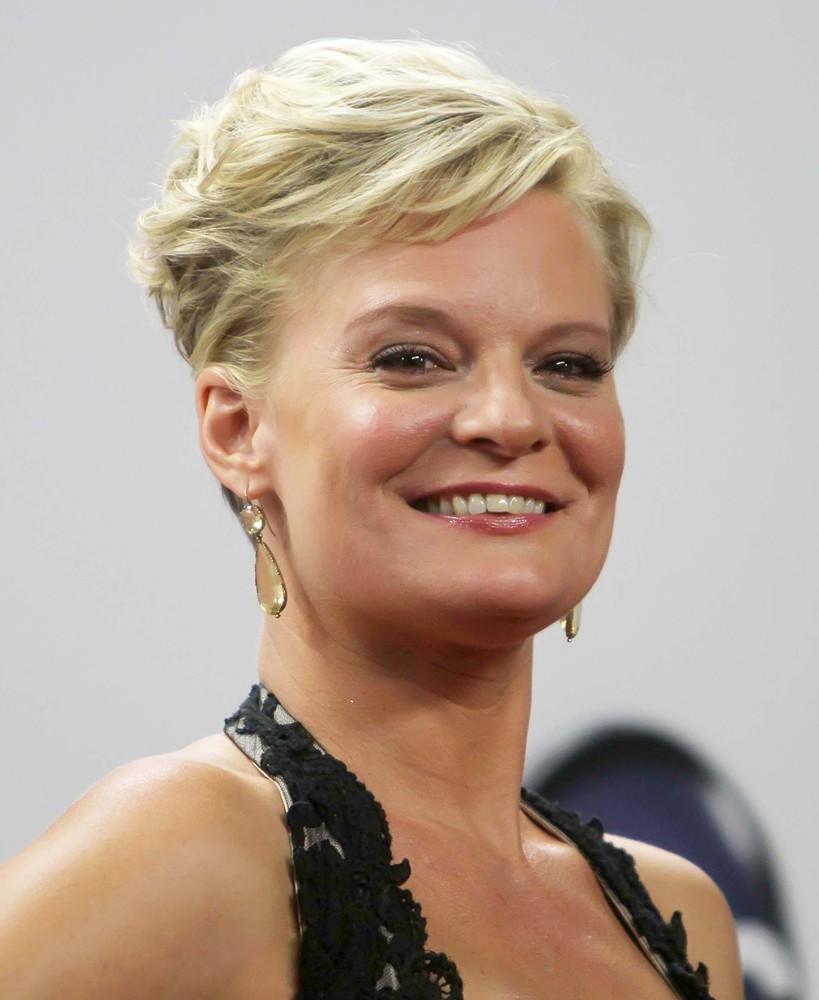 6dd851654f7 Martha Plimpton à la 64e édition annuelle du Emmy Awards