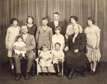 Ewen, Clarice, Doris, Walter, Norbert, Edna, Florence, Rina, Alice, James, Betty, Nicholas, and Eleanor (1)
