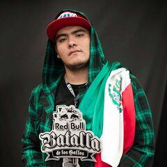 Aczino con el título de campeón nacional de México 2015.