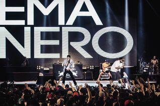 Emanero-on-the-stage-¡espectacular