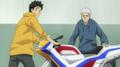 Yamamoto y Ryohei con la moto.png