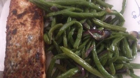How to Make the Salmon and Green Been Salad