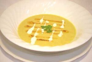 Golden Cauliflower-Curry Soup
