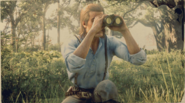 Arthur Morgan usings binoculars RDR2