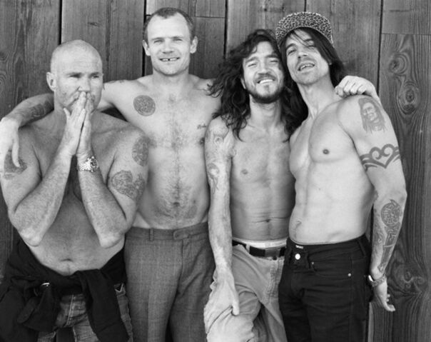 File:Red Hot Chili Peppers 2.jpg