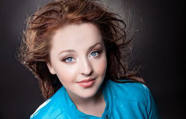 Alexandria-maillot-windblown-brown-hair-bright-blue-eyes-bright-blue-132696 thumb 585x795