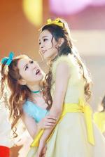 Wendy staring at Seulgi
