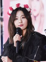 Seulgi wearing a flower crown 2